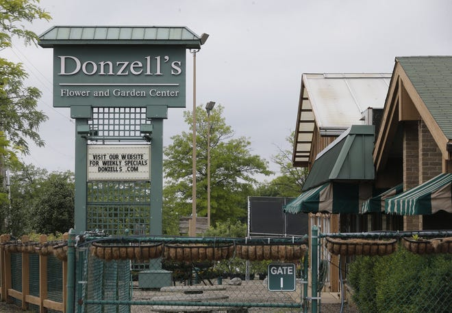 Announced today by SVN Summit Commercial Real Estate Group, the former Donzell's Flower & Garden Center site in Akron has been purchased by Harrisburg, Pennsylvania-based Penske Truck Leasing and will become a truck rental and service center.